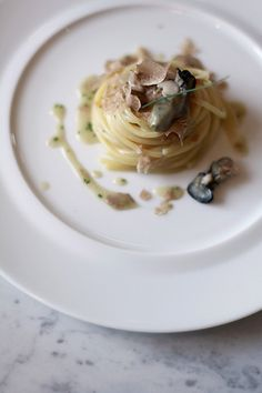 spaghetti from gragnano with oyster, new green onion and white truffle eat Spaghetti, Food Plating Techniques, Gourmet Recipes, Pasta Recipes, Food Concept, Food Presentation, Food Design, Pasta Dishes, Food Inspiration