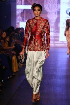 Shyamal and Bhumika Bridal Collection 2015 - Shyamal Bhumika Western Outfits, Indian Outfits, Indian Clothes, Shyamal And Bhumika, Vintage Street Fashion, Summer Dress Outfits, Casual Hairstyles, Long Blouse, Stylish Dresses