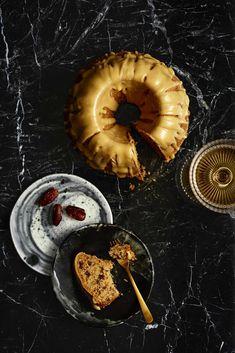Vegaaninen viski-taatelikakku - Reseptit   HS.fi Vegan Christmas, Dessert Recipes, Desserts, Margarita, Veggies, Vegetarian, Candles, Baking, Food