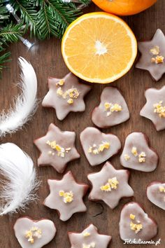 Chocolate Gingerbread covered with orange frosting and candied orange peel Orange Frosting, Candied Orange Peel, Small Tea, Tea Time, Cookie Recipes, Gingerbread, Muffins, Cupcakes, Treats