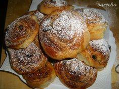 Orechové slimáky z kysnutého cesta - recept | Varecha.sk Bagel, Doughnut, Bread, Desserts, Food, Basket, Tailgate Desserts, Deserts, Brot