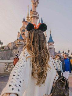 Disneyland Photos 2019 - Beautiful photo at Disney Castle. Beautiful photo at Disney Castle. - - Disneyland Photos 2019 – Beautiful photo at Disney Castle. Beautiful photo at Disney Castle. … Disneyland Photos 2019 – B Disneyland Outfits, Disneyland Paris, Disney Em Paris, Disneyland Photos, Disney Day, Disney Outfits, Disneyland Outfit Summer, Disneyland Orlando, Walt Disney