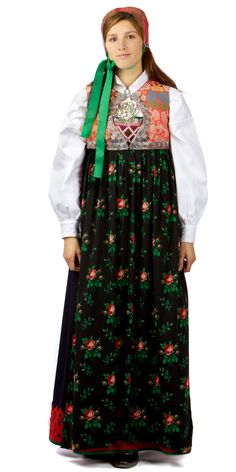 Traditional Norwegian folk costumes - Page 5 Stephane Rolland, Ethnic Dress, Folk Costume, Famous Women, Trends, Elie Saab, Traditional Dresses, Fashion Pictures, Bridal Dresses