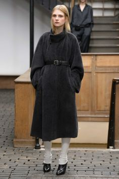 24. Asymetrical coat in alpaca suri wool and lambswool / Belt in calf leather / Leggings in knitted cashmere wool and silk / Low boots in vegetal calf leather