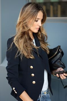Navy Blazer with metallic buttons on coat and detail on sleeve cufs – paired with a grey tee and aged jeans for the perfect Street Style. | Lady Addict en stylelovely.com
