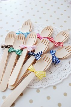 Simple idea for decorating wooden cutlery
