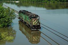 Happy retrieved model trains for beginners Burlington Northern, Bonde, Road Train, Train Pictures, Train Engines, Diesel Locomotive, Train Layouts, Train Tracks, Train Station