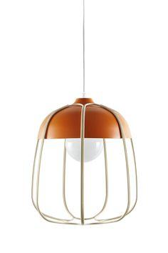 Tull metalen kooi plafondlamp is een eenvoudig en geraffineerd design. Het is beschikbaar in twee modellen: als een tafel- en vloerlamp of als een hanglamp . Het ontwerp is een moderne herinterpretatie van de oude