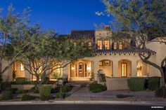 A superior mix of combining wood, stone and plaster throughout make this a true one of a kind, which offers warmth and true Arizona elegance. #silverleaf #luxury #scottsdale #realestate #views