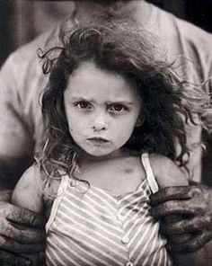 """O primeiro grande trabalho de Sally Mann, chamado """"Immediate Family"""", foi uma série de íntimos retratos de seus três filhos pequenos, Emmett, Jessie and Virginia."""