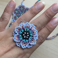 Foto del comprador Jennifer Cassidy, que ha escrito una reseña de este artículo con la Etsy app for iPhone. Crochet Earrings Pattern, Beaded Earrings Patterns, Beaded Brooch, Beaded Rings, Beading Patterns, Seed Bead Jewelry, Boho Jewelry, Seed Beads, Beaded Jewelry