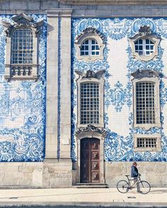 A brand new spherical of inspiration is up in tales like this insanely inspiring tile facade in Porto, Portugal from through Places To Travel, Places To See, Beautiful World, Beautiful Places, Portugal, Cities, Wonders Of The World, Adventure Travel, Just In Case