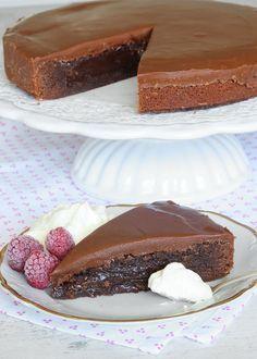 Kladdkaka Cake Recept, Baking Recipes, Dessert Recipes, Swedish Recipes, My Dessert, No Bake Cake, Delicious Desserts, Cupcake Cakes, Bakery