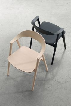 Made of ash wood, the Karm chair is very comfortable and a beautiful design piece that brings together Scandinavian aesthetic and Italian made tradition. Living Room Furniture, Modern Furniture, Home Furniture, Furniture Design, Steel Furniture, Danish Design, Modern Chairs, Minimalist Design, Chair Design