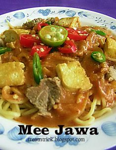 Yellow noodles with slightly sweet and spicy gravy, thickened with sweet potato,  seasoned with curry powder and dried shrimps