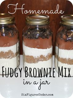 Fudgy Brownie Mix in a Jar- Fast and Easy Homemade Gift- Frugal Festivities Day - Six Figures UnderHomemade Fudgy Brownie Mix. Make your own brownie mix from scratch instead of buying boxes at the store. Layered in a jar, homemade brownie mix ma Homemade Brownie Mix, Homemade Brownies, Fudgy Brownies, Brownies In A Jar, Cheesecake Brownies, Mason Jar Mixes, Mason Jars, Mason Jar Cookie Recipes, Mason Jar Cookies