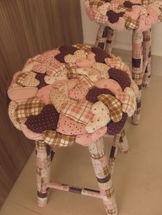 Ideas stools that you can decorate yourself at home . Home Crafts, Arts And Crafts, Diy Crafts, Ideas Geniales, Applique Quilts, Felt Crafts, Cushion Covers, Sewing Hacks, Slipcovers