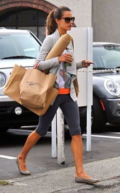 Looking to stay limber, Alessandra Ambrosio was spotted arriving at a Yoga class in Brentwood, California yesterday (November 17).
