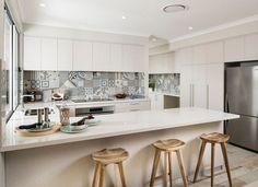 Set decoration area provides fashion sets 2015 the latest popular u-shaped open kitchen design _ Mes Patchwork Kitchen, Patchwork Tiles, Patchwork Hexagonal, Patchwork Patterns, Kitchen Sets, Kitchen Tiles, Kitchen Decor, Room Kitchen, Kitchen Living