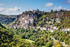 PERIGORD - FRANCE. Périgord : le refuge des propriétés d'exception. On ne fait rien de petit dans la région car on aime l'immensité, le très beau et le spectaculaire et la très bonne cuisine aussi, on doit l'admettre.