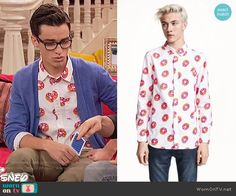 Joey's donut print shirt on Liv and Maddie.  Outfit Details: https://wornontv.net/57096/ #LivandMaddie