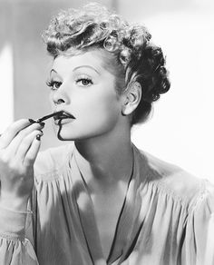 Lucille Ball,i love lucy :) Hollywood Walk Of Fame, Old Hollywood Glamour, Vintage Hollywood, Classic Hollywood, The Comedian, Lucille Ball, Divas, People Magazine, Lucy And Ricky