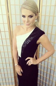 Natalie Bassingthwaighte wears Alex Perry. Live Show 1. Xfactor Australia. (credit: @nataliebassing)