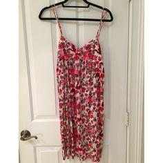 Nieves lavi dress Nieves lavi size 6 pattern dress like new Nieves lavi Dresses Midi