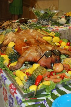 look at this beautiful roasted pig!!!!