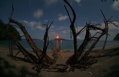 Gorgeous picture of one of the last eruptions of the beast called Krakatoa in Indonesia.