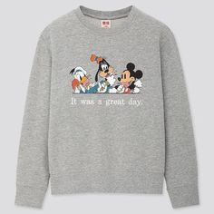 Discover UNIQLO's collection of kids' graphic print T-shirts, comprising designs inspired by the characters and stories they know and love. Cute Disney Outfits, Disney World Outfits, Disney Clothes, Disneyland Outfits, Disneyland Trip, Sweatshirts Disney, Disney Inspired Fashion, Disney Fashion, Disney Couple Shirts