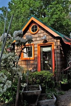 Tiny homes. A friend has gotten me thinking about these again! Tiny houses