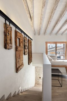 An Old Rustic Style House renovated with a modern touch by Dom Arquitectura in Barcelona Chalet Design, House Design, Wood Interior Walls, Rustic Home Interiors, Staircase Design, Stair Design, Modern Rustic, Rustic Loft, Modern Decor