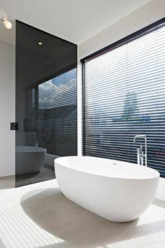 Wohnideen Für Badezimmer Durchgehend  Gefliest Feinsteinzeugfliesen Holzmobiliar | Łazienka | Pinterest |  Feinsteinzeugfliesen, Fliesen Und Badezimmer