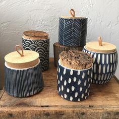 pottery painting designs Fresh batch of tea jars to Ceramic Clay, Ceramic Painting, Ceramic Bowls, Ceramic Pottery, Pottery Painting Designs, Pottery Designs, Keramik Design, Tea Jar, Ceramic Animals