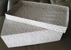 Tuto pour recouvrir une boite en carton Plus Pretty Storage Boxes, Diy Paper, Paper Crafts, Diy Box, Jaba, Shoe Box, Diy And Crafts, Recycling, Projects