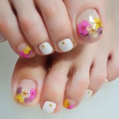 Take a closer look at our suggestions for cute toe nail designs that will complement every outfit this summer. Pretty Toe Nails, Cute Toe Nails, Cute Nail Art, Diy Nails, Pedicure Designs, Pedicure Nail Art, Toe Nail Designs, Feet Nail Design, Korean Nail Art