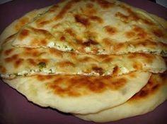 """""""Khachapuri"""" este o plăcintă tradițională georgiană foarte gustoasă, care se… Georgian Food, Romanian Food, Cooking Recipes, Healthy Recipes, Good Food, Food And Drink, Favorite Recipes, Kefir, Snacks"""