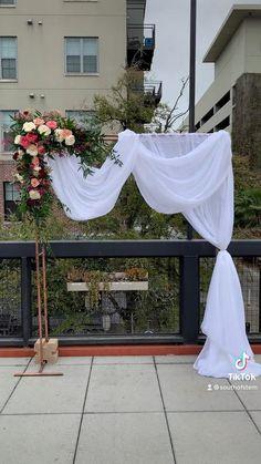 Wedding Balloon Decorations, Backdrop Decorations, Wedding Balloons, Diy Party Decorations, Floral Wedding, Wedding Flowers, Backdrop Frame, Wood Wedding Signs, Flower Studio