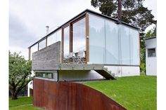 "The walls of this Oslo home are not made of glass--it's translucent aerogel, ""a high-tech, lightweight, glasslike substance used in everything from structural insulation to tennis rackets that is finding its way into homes,"" The Wall Street Journal reports."