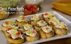 Taco Pizza Rolls: Spark Up A Simple Meal In 30 Minutes Or Less! Step Set oven to Step Cook beef and add Old El Paso taco seasoning. Beef Recipes, Mexican Food Recipes, Cooking Recipes, Yummy Taco, Yummy Food, Tasty, Taco Pizza Rolls, Taco Roll, Appetizer Recipes