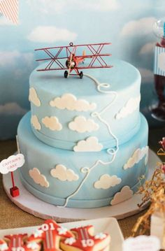 New baby shower boy torta party ideas 43 ideas Airplane Baby Shower Cake, Airplane Diaper Cakes, Airplane Birthday Cakes, Cool Birthday Cakes, Birthday Nails, Torta Baby Shower, Baby Shower Cakes For Boys, Baby Shower Fall, Baby Boy Shower