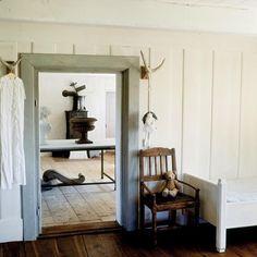 Restored Swedish farmhouse from 1792 Swedish Farmhouse, Swedish Cottage, Cottage Style, Farmhouse Interior, Interior Design Tips, Interior Inspiration, Hallway Inspiration, Living Room Panelling, Nordic Interior