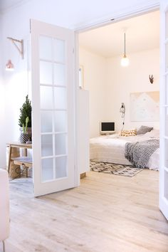 Golvet! Och fina romantiska dörrar inomhus