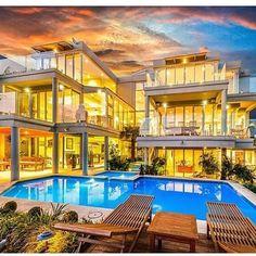 Check this beautiful Californian mansion.  #luxurylifestyle# #jetsetter#paris#london#newyork #la #luxury#jetset#like4like#new#style #home #good#bike#car #homedesign #lifestyle#roma#berlin#mydubai #fashionstyle #fashion#dubai  #instadaily #nice #follow by luxurys.world http://discoverdmci.com