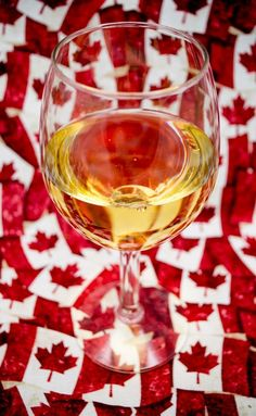 18 Traditional Canadian Foods. Wineries like Peller Estates and Ravine Vineyard Winery have also added a restaurant sidebar so you can sip and savour the seasonal flavours amid views of wine country or in a farm dining atmosphere. #canadianfood #food #delicious #eats #travel #canada Ski Canada, Visit Canada, Canada Travel, Atlantic Canada, Canadian Food, Wineries, Wine Country, Cool Places To Visit, Vineyard