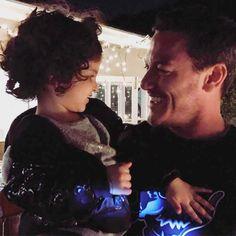 Luke Evans and Josh Gad's daughter.me gustaría verte de papá.