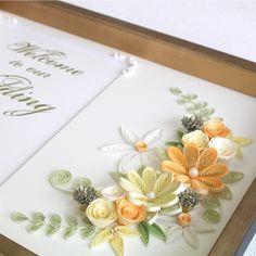 ペーパークイリングならではの繊細な花びらが特徴的な上品で立体的な大輪を中心に、クレッセント(月形)に構成しました。 Quilling Work, Neli Quilling, Quilling Craft, Quilling Flowers, Quilling Designs, Paper Flowers, Quilling Ideas, Paper Art, Paper Crafts