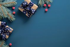 Vintage Christmas background with fir tree branch and gift boxes over blue. Christmas banner mockup, postcard template with copy space Christmas Boarders, Christmas Note, Christmas Background, Christmas Images, Christmas And New Year, White Christmas, Christmas Cookies, Vintage Christmas, Postcard Template