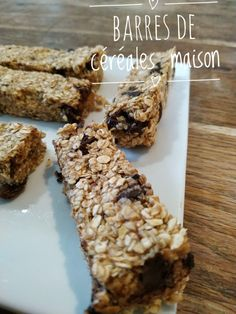 Discover recipes, home ideas, style inspiration and other ideas to try. Healthy Granola Bars, Healthy Snacks, How To Make Granola, Compote Recipe, Cake Factory, Baker Recipes, Breakfast For Dinner, Creative Food, Plutot
